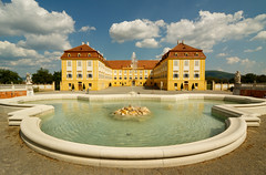 Schlosshof castle and Neptune fountain (pxls.jpg) Tags: canon50d tokina1116f28