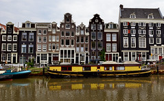 Yellow canal boat on Singel 77G, Amsterdam (Alona Azaria) Tags: amsterdam canalhouse 2470mmf28 nikond800