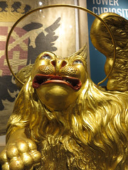gilded lion with halo (squeezemonkey) Tags: london tower statue italian display halo lionstatue gilded wingedlion thetoweroflondon thewhitetower