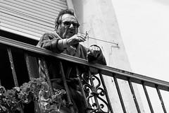LAS CICATRICES DE LA VIDA (bacasr) Tags: blackandwhite man blancoynegro solitude retrato balcony streetphoto soledad decline balcón hombre decadencia escenacallejera