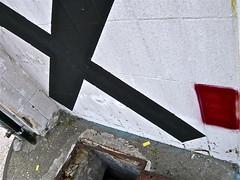 Angekreuzt (web.werkraum) Tags: street urban streetart detail berlin germany deutschland graffiti europa expression wand ks x urbanart kreuz international ornament dual now ecke nahaufnahme komposition untergrund zeichen quadrat jetzt 2016 fennbrcke wegzeichen detailaufnahme omot streetartberlin cmwd bildfindung tagesnotiz webwerkraum karinsakrowski flickrnova angekreuzt collageconcept