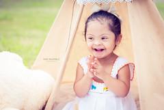 Estefana (ivalvarezphoto) Tags: nia tipi tepee teepee tienda india infantil sesion exterior sonrisa feliz pretty