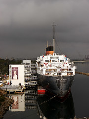 photo - the Queen Mary, seen from the Westerdam (Jassy-50) Tags: california hotel boat photo ship queenmary longbeach cruiseship artdeco cunard oceanliner cruiseline rmsqueenmary cunardwhitestar queenmaryhotel queenmaryhotelmuseum