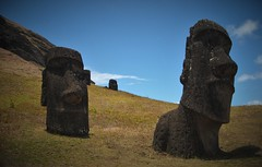 On the way to Rano Raraku (yanoche) Tags: chile sculpture statue easter island pascua collapse moai easterisland isla civilisation rapanui moais paques nui rapa