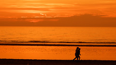 Last walk (Bruno MATHIOT) Tags: orange color couleurs hot chaud tone people ombre silhouette eos canon europe plage beach 55250 sunset soleil ocean