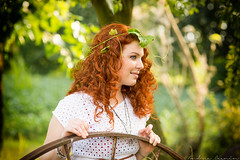 Silvia (Andrea Cagnin) Tags: red portrait people tree cute verde green love nature girl smile alberi canon hair happy donna eyes woods friend sweet 85mm sigma happiness persone occhi curly ricci amici curlyhair ritratto bosco capelli rossa felicit allaperto vestito henn