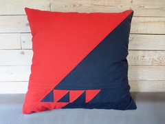 New triangles pillow in red and charcoal (ompompali Claudia) Tags: triangles pillow patchwork cushion quiltedpatchwork
