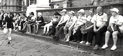 HUMAN ROW (archidream) Tags: people persone turismo tourism turisti riposo relx firenze florence universityofflorence uffizi palazzo vecchio blackwhite biancoenero blancoenegro stphotographia