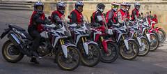 (cazador2013) Tags: plaza gente motos motoristas
