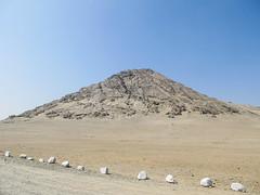 "Las Huacas del Sol y de la Luna: el Cerro Blanco, lieu de sacrifices humains <a style=""margin-left:10px; font-size:0.8em;"" href=""http://www.flickr.com/photos/127723101@N04/27839734742/"" target=""_blank"">@flickr</a>"