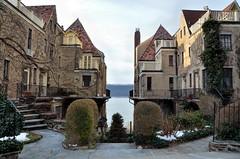 Christmas at Villa Charlotte Bront (Eddie C3) Tags: newyorkcity architecture bronx hudsonriver villacharlottebront