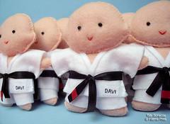 Meninos Jiu Jitsu em feltro! : ) (Tata Bonecas) Tags: handmade kimono lutador ftimapires meninoemfeltro tatabonecas boyjiujitsu feltjiujitsu
