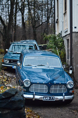 Volvo Amazon station wagon & 140 (Car spotting Helsinki) Tags: blue volvo helsinki amazon stationwagon 140 carspotting