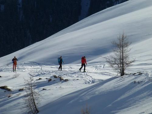 Skitourengeher auf dem Weg zur Friedrichshafener Hütte