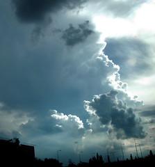Space Opra Vietnam: Sky and Cloud Ciel et Nuage.  Spectaculaire dveloppement des Cumulonimbus: Orage trop