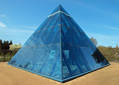Pyranide (niebergall.thomas) Tags: hamburg pyramide kleinflottbek lokischmidtgarten