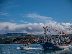 La Fola 2016 (Dea) Tags: sea sky beach clouds coast mar spain olympus e3 cantabria mogro arna covachos fola