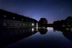 Schloss Lembeck (thoma.melanie) Tags: blue light sky reflection castle window water night stars landscape see noche licht am nightscape nightshot nacht astro midnight nrw astronomy nightsky schloss fortress nuit estrella nordrheinwestfalen mnster burg toiles mnsterland sterne dorsten velen westfalen  haltern nordrhein  wasserschloss lembeck reken astroscape