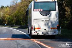 Verkehrsunfall A3 Niedernhausen 05.05.16 (Wiesbaden112.de) Tags: 3 bus deutschland autobahn a3 parkplatz vu feuerwehr rettungsdienst polizei deu sst bab unfall lkw anhänger reisebus ndh niedernhausen verkehrsunfall sperrung vku theistal rtk überschlag wiesbaden112 zusammenstos rheingautaunus sebastianstenzelfotografie rheingautaunukreis