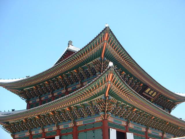 歴史的建築と伝統工芸を見る