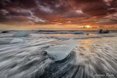 Atardecer en el Jokul. (Antonio Puche) Tags: sunset sun seascape ice sol landscape atardecer iceland islandia nikon paisaje iceberg jkulsrln nikon173528 nikond800 antoniopuche