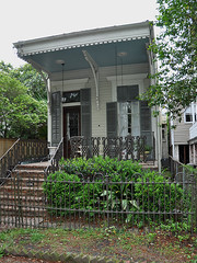New Orleans - Charming Little Cottage (Drriss & Marrionn) Tags: street usa house building architecture buildings outdoor balcony neworleans balconies gardendistrict streetviews neworleansla housestyle streetdetails neworleanscitytrip