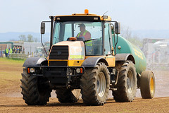 Water Bowser Race (Richard Brothwell) Tags: tractor cars car sport jcb racing lincolnshire motorsport autosport 2016 autograss sigmalenses 50thyear autograsstrackracing autograssracing waterbowser sigma150500 sigma150500mmf563dgoshsm canoneos70d canon70d richardbrothwell 15thmay2016 caenbycornerraceway sturtonstowmotorsportsclub caenbycornerautograsstrack