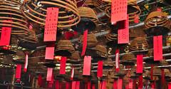 Templo Budista, Hong Kong (enricrubioros1) Tags: hongkong incienso templobudista