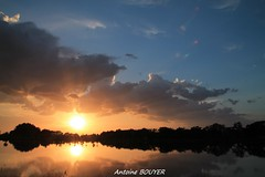 Le soleil se couche (antoinebouyer) Tags: sunset sky cloud soleil lac ciel nuage temps mto