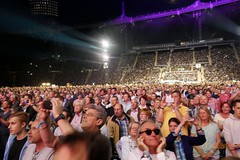 Audience during Obladi Oblada (NM_Pics) Tags: munich mnchen paul beatles olympicstadium mccartney paulmccartney olympiastadion oneonone