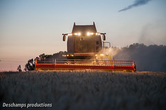 16072015-IMG_1655 (Deschamps productions) Tags: tractor night wheat harvest combine nuit harvester tracteur moisson bl fendt claas lexion batteuse cestari transbordeur moissonneuse