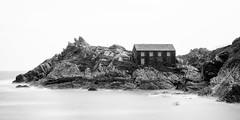 Polperro - Cornwall (Jan Altenschmidt) Tags: greatbritain seascape bw beach england cornwall langzeitbelichtung polperro lansallos grosbritannien gbr