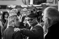 Exchange of glances (Vitor Pina) Tags: street city cidade portrait people man streets men monochrome contrast portraits photography pessoas moments shadows candid streetphotography algarve scenes pretoebranco momentos mercados