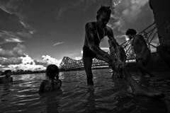 @ Mallick Ghat (Kals Pics) Tags: mallickghat kolkata westbengal india cwc chennaiweelendclickers roi pov perspective rootsofindia culturalindia hooghly river ganges tributary sky clouds man bath culture tradition life people travel streetlife weather climate ganga mullickghat flowerbazar incredibleindia kalspics blackandwhite colorless monochrome blackwhite