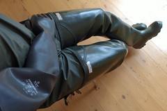 Afternoon in Green. (essex_mud_explorer) Tags: green vintage boots gates rubber thigh gloves hunter waders rainwear gummistiefel thighboots gauntlets cuissardes madeinscotland bibandbraces rubberlaarzen watstiefel coarsefisher thighwaders marigoldemperor