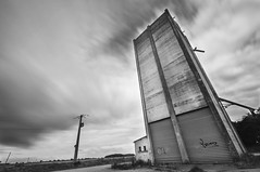 Le silo (GnondPomme) Tags: blackandwhite france nikon noiretblanc wideangle silo tamron longtimeexposure grandangle poselongue eureetloir nikond90 haidand1000