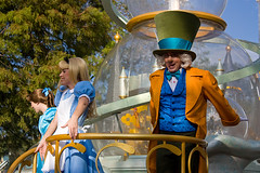 IMG_5571 (onnawufei) Tags: alice parade disneyworld wdw waltdisneyworld madhatter magickingdom aliceinwonderland themadhatter