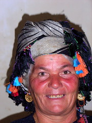 """Eine Assyrerin mit ihrem Kopfschmuck • <a style=""""font-size:0.8em;"""" href=""""http://www.flickr.com/photos/65713616@N03/9309171472/"""" target=""""_blank"""">View on Flickr</a>"""