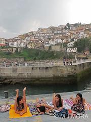 MJM_ES_0522 (Manuel J. Mora) Tags: asturias chicas playas lastres pueblosconencanto manueljmora chicastomandoelsol