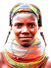 Mumuila Tribe - Angola (Sascha Grabow) Tags: africa wild woman face necklace cara tribal sascha tribes getty afrika sasha frau tribe fille sacha visage krause angola afrique plaited zopf ornamented kopfschmuck perlenkette lubango grabow zpfe krperschmuck naturbursche gescht muhuila halskranz muhilla