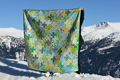 Ta-dah! (balu51) Tags: blue snow mountains green yellow hand quilt turquoise teal sewing quilted lime patchwork märz 2014 graubünden diagonallines plusquilt stashsewing copyrightbybalu51