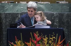 United States Secretary of State Signs Paris Agreement on Climate Change (United Nations Photo) Tags: usa newyork unitednations