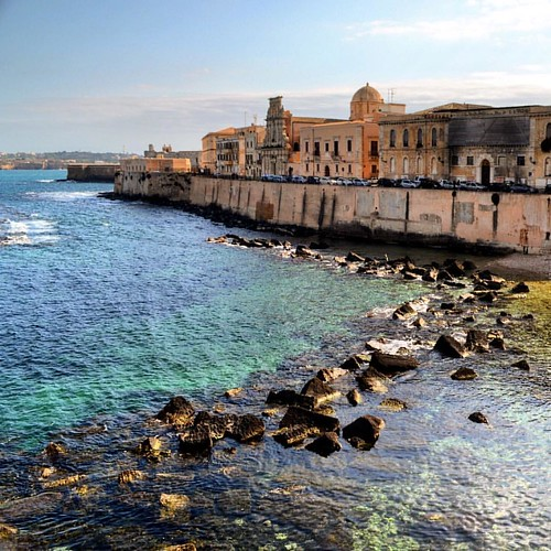 The coastline meets the city. #siracusa #scicily #italy #italianarchitecture