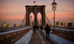 Brookyn Bridge at sunset (dannicamra) Tags: city schnee winter light sunset urban usa snow ny newyork building skyline brooklyn licht twilight nikon sonnenuntergang sundown dusk manhattan brooklynbridge architektur bulbs dmmerung brcke gebude d5100