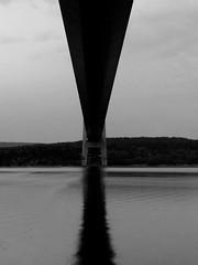 Korsning (Bettysbilder) Tags: bridge blackandwhite water bro minimalistic vatten svartvit