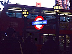 -Underground, Piccadilly Circus (rosyastarita) Tags: city red people london night underground square metro piccadilly londra metropolitana londoncity