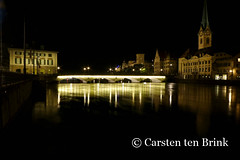 Night on the Limmat (10b travelling) Tags: night schweiz switzerland europa europe suisse swiss zurich zrich riverbank zri limmat 2016 zurigo fraumnster zueri tenbrink carstentenbrink iptcbasic 10btravelling