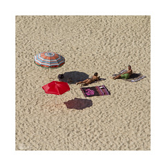 Playeando... (ngel mateo) Tags: shadow woman man ass beach portugal umbrella mujer sand sombra playa towel arena bikini thong culo sombrilla sunbathing hombre tanga toalla portocovo tomandoelsol ngelmartnmateo ngelmateo playadelaisladepessegueiro beachpessegueiroisland