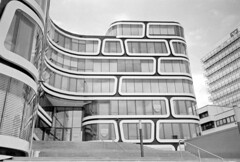 Z-UP Building Stuttgart (Readers Digest) (StefanKoeder) Tags: bw architecture analog 35mm germany deutschland blackwhite stuttgart scanned architektur sw schwarzweiss elmar readersdigest selfdeveloped absolutearchitecture zup leicamini adonal rolleiretro100
