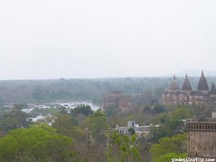"palacios de Orchha • <a style=""font-size:0.8em;"" href=""http://www.flickr.com/photos/92957341@N07/8724027023/"" target=""_blank"">View on Flickr</a>"